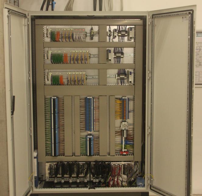 Aufnahme des Inneren des SPS-Schaltschrankes der ScaleControl-Lichtsteuerung von NORKA Automation in der Fahrzeug Instandhaltungs- und Behandlungsanlage (FIBA) München Pasing