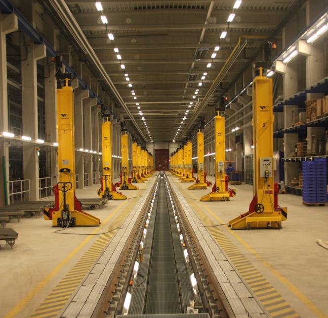 Aufnahme der Wartungsgasse in der Fahrzeug Instandhaltungs- und Behandlungsanlage (FIBA) München Pasing mit der ScaleControl-Lichtsteuerung von NORKA Automation