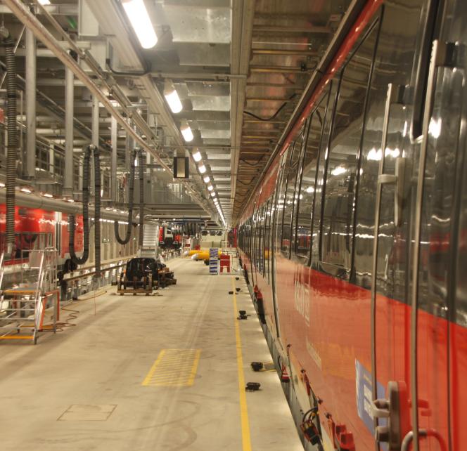 Aufnahme der Zugseitenwand in der Fahrzeug Instandhaltungs- und Behandlungsanlage (FIBA) München Pasing mit der ScaleControl-Lichtsteuerung von NORKA Automation