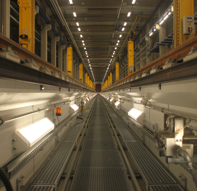 Aufnahme der Arbeitsgrube in der Fahrzeug Instandhaltungs- und Behandlungsanlage (FIBA) München Pasing mit der ScaleControl-Lichtsteuerung von NORKA Automation