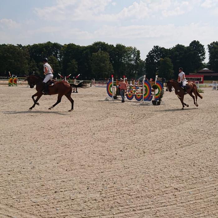 Der Hannoveraner Verband weiht auf dem neugestalteten Reitplatz des Verdener Rennbahngeländes am 10. und 11. August 2020 im Rahmen des Hannoveraner Springpferde-Championats die einzigartigen Reitböden mit unserem WaCoNA-System von NORKA Automation ein